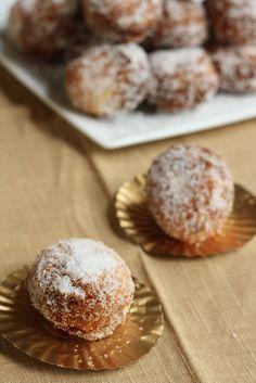 Hummingbird High - A Desserts and Baking Food Blog in Portland, Oregon: 15 Minute Vanilla Bean Donut Holes