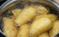 14 Secrets for Super Crispy Oven Roasted Potatoes Oven Roasted Potatoes, How To Cook Potatoes, Boil Potatoes, Mashed Potatoes, Easy Cooking, Cooking Tips, Crazy Kitchen, Filling Food, Easy Eat