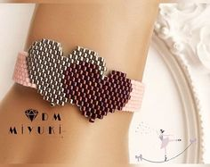 off loom beading stitches Bead Loom Bracelets, Beaded Bracelet Patterns, Seed Bead Jewelry, Bead Jewellery, Bead Crochet Patterns, Beading Patterns, Peyote Beading, Beaded Flowers, Bead Weaving