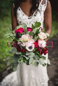 How To Look Your Best On Your Wedding Day. Photo by petramafalda On your big day, all eyes will be on you so you definitely want to look your best. Red Bouquet Wedding, Red Wedding, On Your Wedding Day, Summer Wedding, Red Blush, Peony Rose, Ottawa, Red Green, Event Planning