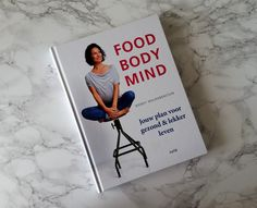 Als je weet dat je gezonder zou kunnen zijn en je beter zou kunnen voelen, wat houdt je dan nog tegen? Met haar boek Food Body Mind maakt Wendy Walrabenstein een gezonde lifestyle heel toegankelijk.