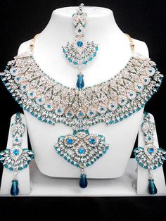 The Very Exclusive Indian Patwa Jewellery sets available with matching pair of earrings and mangtikka. The speciality of this jewelry set is its gorgeous looks which is beatifully handcrafted work wit Indian Jewelry Sets, Indian Wedding Jewelry, India Jewelry, Bridal Earrings, Bridal Jewelry, Diamond Necklace Set, Diamond Bracelets, Pakistani Jewelry, Bollywood