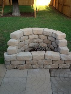 Backyard fire pit ~ nice for on the edge of a patio!!!