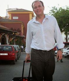 Monago viajó 32 veces a Tenerife a costa del Senado para ver a su novia.