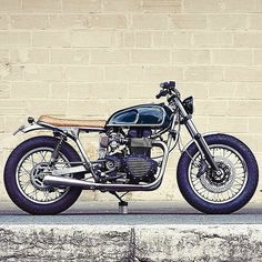 Clutch Custom Motorcycles' gave this Triumph Bonneville a healthy dose of class, clean lines and tasteful details. Triumph Bonneville T100, Cool Motorcycles, Triumph Motorcycles, Vintage Motorcycles, British Motorcycles, Tracker Motorcycle, Cafe Racer Motorcycle, Motorcycle Art, Street Tracker