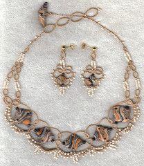 Side hole necklace set