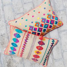 Colorful bohemian style linen pillow cover embroidered by VLiving --- Girls PlayroomKilim collection presents 2 designs, inspired by the classic KILIM patterns.Epitomising artistic versatility the cushions are made of linen embroide. Aztec Pillows, Diy Pillows, Linen Pillows, Decorative Pillows, Hand Embroidery, Embroidery Designs, Couture Main, Diy Cushion, Bohemian Style