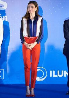 Queen Letizia wore Hugo Boss Binesa Shirt and red trousers and red leather belt, Carolina Herrera clutch bag, Magrit red shoes