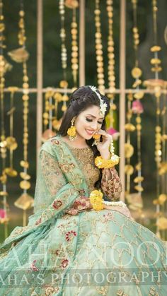 most beautiful mehndi look ever Pakistani Mehndi Dress, Bridal Mehndi Dresses, Mehendi Outfits, Pakistani Wedding Outfits, Pakistani Dresses Casual, Bridal Dress Design, Pakistani Bridal Dresses, Pakistani Wedding Dresses, Bridal Outfits