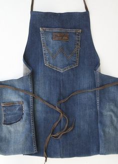 Samsung SAMSUNG CAMERA PICTURES hook – Find out how to easily make an apron from old jeans. In this article, find a tutorial accessible. Sewing Jeans, Sewing Aprons, Sewing Clothes, Diy Clothes, Bag Jeans, Artisanats Denim, Jean Diy, Jean Apron, New Yorker Mode