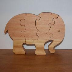 Decoración infantil y juguete de madera elefante por WoodNCreations                                                                                                                                                                                 Más
