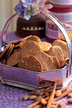 Brunkager er en af de småkager, der smager allermest af jul. Har du ikke prøvet at bage brunkager før, bør du gøre det nu. Hjemmebagte brunkager smager bedst