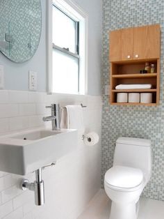 Traditional White Bathroom with Glass Tile Accent Wall Blue Modern Bathrooms, Tiny Bathrooms, White Bathroom, Bathroom Interior, Bathroom Small, Compact Bathroom, Coastal Bathrooms, Wooden Bathroom, Simple Bathroom