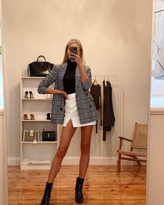 There are 3 tips to buy top, skirt, coat. Classy Outfits, Trendy Outfits, Cool Outfits, Fashion Outfits, Womens Fashion, Formal Casual Outfits, Classy Business Outfits, Business Wear, Travel Outfits