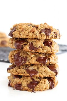 baking dessert recipes, vegan dessert recipe, easy chocolate desserts recipes - Flourless Oatmeal Chocolate Chip Cookies - you'd never believe these chewy oatmeal chocolate chip cookies are baked with no flour. Gluten Free Sweets, Gluten Free Cookies, Healthy Cookies, Chocolate Chip Banana Bread, Oatmeal Chocolate Chip Cookies, Oatmeal Cookies No Flour, Gluten Free Chocolate Chip Cookies, Flourless Chocolate Chip Cookies, Lactation Cookies