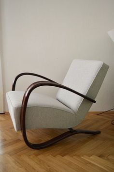 View this item and discover similar Armchairs for sale at Pamono. Shop with global insured delivery at Pamono. Art Deco Chair, Armchairs For Sale, Woodworking School, Wooden Crates, Cabinet Makers, Vintage Market, Furniture Manufacturers, Art Deco Design, Rocking Chair