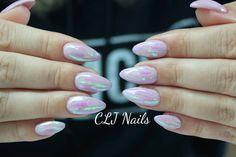 Glass foile negle lavet af Cecilie, et flot sæt gele negle i pastel farver med Glass foile