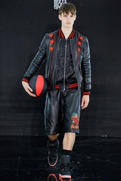 See the complete Philipp Plein Spring 2017 Menswear collection.