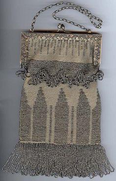 ~Vintage Purse w/ Silver Beads Grapes & Leaves Motif Frame~Circa Vintage Clutch, Vintage Purses, Vintage Bags, Vintage Handbags, Beaded Purses, Beaded Bags, Vintage Accessoires, Silver Purses, Unique Handbags