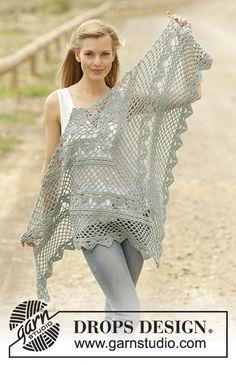 Omslagdoek met kantpatroon, wordt van boven naar beneden gehaakt van DROPS Cotton Merino. Gratis patronen van DROPS Design.