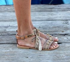 Gorgeous Bohemian Beach Sandals, Handmade Vegan Leather straps wrapped in Gold and pink pastel metallic trims, white-gold fringes and bronze plated coins are a Must have. Bohemian Sandals, Bohemian Beach, Beach Sandals, Beach Shoes, Bohemian Style, Gladiator Heels, Casual Date, Shoe Pattern, Flip Flop Sandals