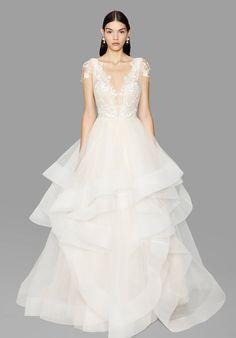 Runway / Marchesa / New York / Herbst 2017 Bridal / Kollektionen / Fashion Shows / Vogue Marchesa Wedding Dress, Ethereal Wedding Dress, Marchesa Bridal, Classic Wedding Dress, Black Wedding Dresses, Bridal Dresses, Wedding Gowns, Marchesa 2017, 2017 Bridal