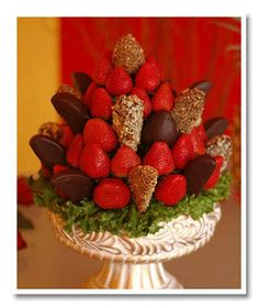 Edible centerpieces can be a fun way to make your table decorations unique. These fruit and vegetable centerpieces for a wedding or party are  tasty and beautiful!