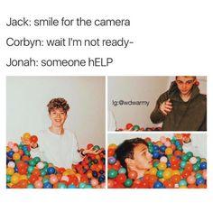 Jonah looks like he is drowning...hahahahhhahhahahahahahahahaha