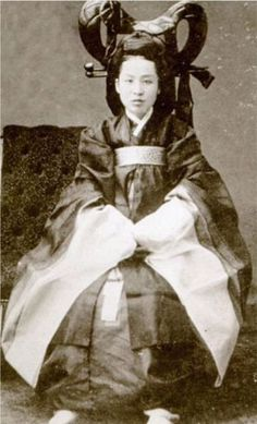 Queen Min (Empress Myeongseong) in 1895 Seoul. She was assassinated by order of the Japanese government.