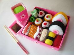 What a cool site for adorable felt patterns to make pretend food for the kidlets! Thanks for the heads up, @Jo Romo!