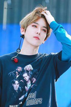 Cre: the owner/as logo Baekhyun Chanyeol, Kpop Exo, Kai, Baekhyun Wallpaper, Exo Lockscreen, Exo Ot12, Exo Chanbaek, Xiuchen, Fandom