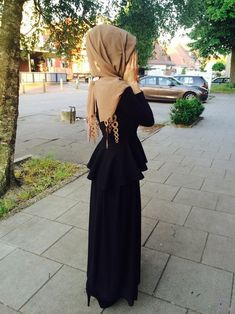 hijab and islam image Hajib Fashion, Abaya Fashion, Modest Fashion, Fashion Outfits, Hijab Mode, Abaya Mode, Muslim Women Fashion, Islamic Fashion, Hijab Outfit