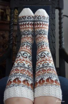 Yarn Ball, Knee Socks, Cool Socks, Knitting Socks, Leg Warmers, Villas, Mittens, Knitting Patterns, Knit Crochet