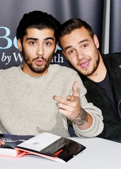 Zayn Malik and Liam Payne at the book signing in London - Ex One Direction, One Direction Pictures, X Factor, Wattpad, Five Guys, 1d And 5sos, Book Signing, Another World, Zayn Malik
