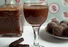 Sváteční čokoládový likér | NejRecept.cz Cocktail Recipes, Cocktails, Home Canning, Beverages, Drinks, Smoothies, Easy Meals, Food And Drink, Cooking Recipes