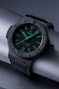 Hublot Big Bang King 44mm in green, water resistant to 300m Basel 2011, watch exhibition, Hublot, luxury watches