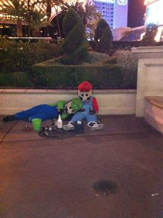 Las Vegas is the only place where you'll see Mario and Luigi in their natural element. Memes Lol, Stupid Memes, Funny Memes, Couple Aesthetic, Aesthetic Pictures, Reaction Pictures, Funny Pictures, Best Friend Pictures, Oui Oui