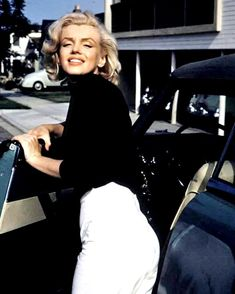 1952 Photo shoot by photographer Alfred Eisenstaedt of Marilyn Monroe in car. Fotos Marilyn Monroe, Estilo Marilyn Monroe, Marilyn Monroe Outfits, Hollywood Glamour, Classic Hollywood, Old Hollywood, Hollywood Actresses, Actrices Hollywood, Norma Jeane