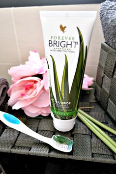 Your teeth will gleam with Forever Bright, one of the best toothgels on the market. Aloe Vera Gel Forever, Forever Living Aloe Vera, Forever Aloe Lips, Forever Bright Toothgel, Forever Living Business, Aloe Vera Skin Care, Forever Life, Forever Living Products, Dental Care