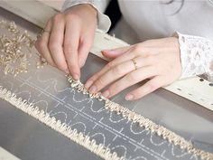 Haute Couture - nastro ricamo nella realizzazione - atelier di moda; fashion design dietro le quinte // Lesage