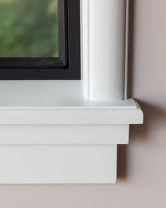 vensterbank-jaren30-wijdeco-detail-hoek-rechts Exterior Window Molding, Interior, Home, Windows Exterior, Floating Shelves, New Homes, Window Ledge, House Paint Exterior, Mouldings