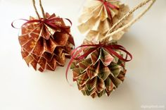 How to make accordion medallion DIY Paper Christmas Ornaments with detailed instructions and step-by-step photos.