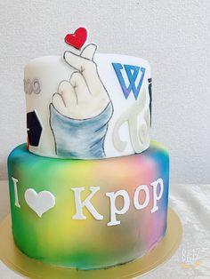 Kpop cake 15th Birthday Cakes, 13th Birthday, Bts Cake, Anna Cake, Teenager Birthday, Bts Birthdays, Sweet 16 Cakes, Cute Desserts, Themed Cakes