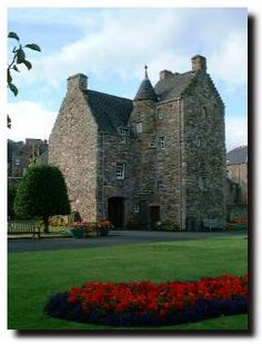 Illustrated Guide to Places to Visit - Mary Queen of Scots' House, Jedburgh Scotland Castles, Scottish Castles, Mary Queen Of Scots, Queen Mary, Beautiful Castles, Beautiful Places, Holyrood Palace, Mary Stuart, Highlanders