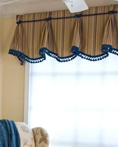 18 Sophisticated Ideas for Pinch Pleated Drapes and Valances – Priority Window Valances Valances For Living Room, Curtains Living, Living Room Windows, Living Rooms, Valance Window Treatments, Custom Window Treatments, Window Coverings, Window Valances, Cornices