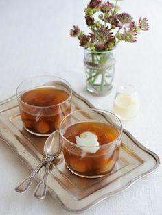 ほうじ茶の香りがふわりと漂う、さっぱり透明感のある味わいの大人スイーツ。干しいちじくをプラスするだけで簡単&ゴージャスに。 『ELLE a table』はおしゃれで簡単なレシピが満載!