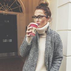 """Morning in London ☕️ [ Pull & Manteau @e_believe • ]"""