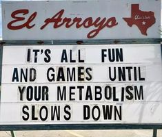Visit for the wit: The sign has become somewhat of a local landmark in Austin El Arroyo, a Tex-Mex joint in Austin, is famous for its sign outside. Employees change it daily with new jokes, puns, and observations about current events. Morning Humor, Morning Quotes, Funny Morning, Weekend Quotes, Funny Signs, Funny Memes, Hilarious, Memes Humor, Fine Quotes
