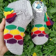 Daily Fashion – Daily fashion all trends dresses shoes pants jeans Crochet Shoes, Crochet Slippers, Knit Crochet, Sunflower Tattoo Design, Street Style Trends, Cool Socks, Daily Fashion, Arm Warmers, Crochet Projects