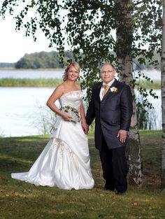 Hääkuvaus Haikon Kartanon rannassa. Kuvaaja: Pauliina Lindell/Studio Lindell, Porvoo